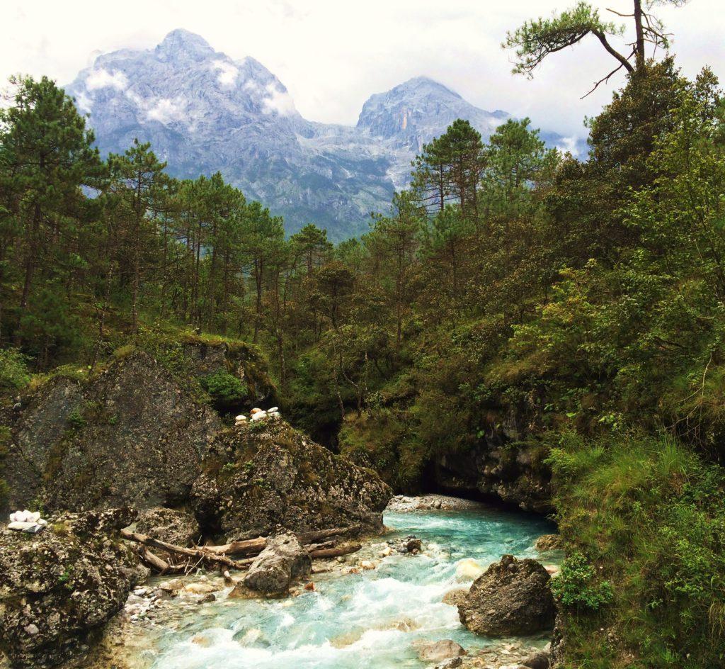 Au sud des nuages Jade Snow Mountain cascade en bas