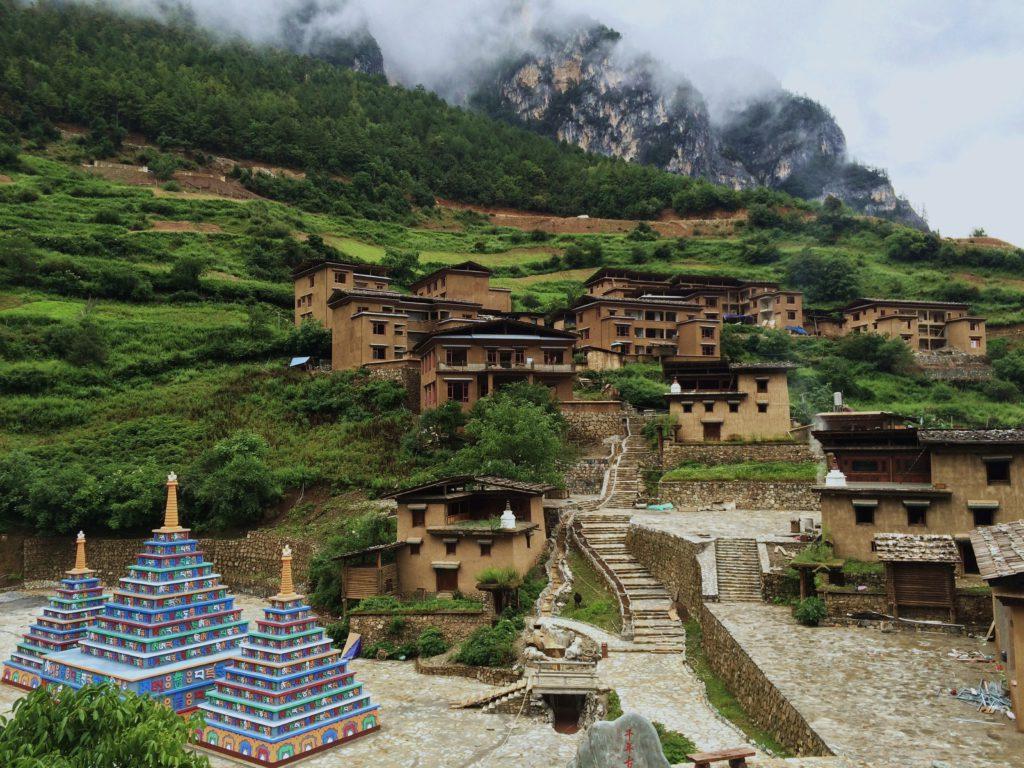 Au sud des nuages Balagezong Bala village