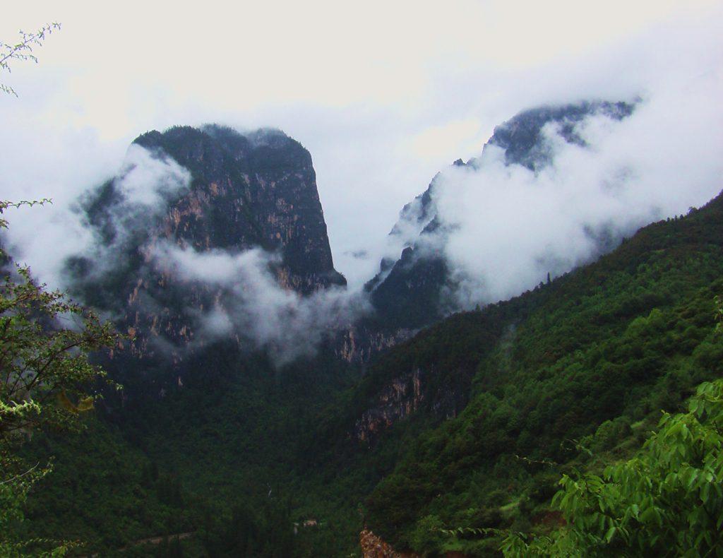 Au sud des nuages Balazedong montagnes de la stupa