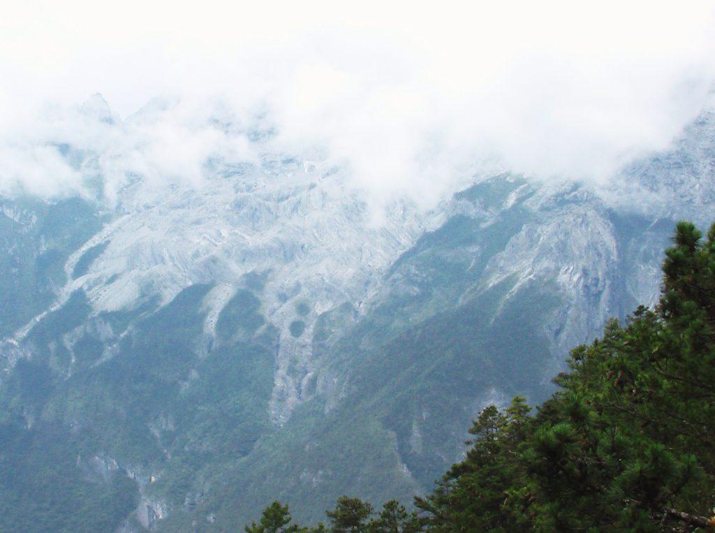 Au sud des nuages Jade snow mountain brume