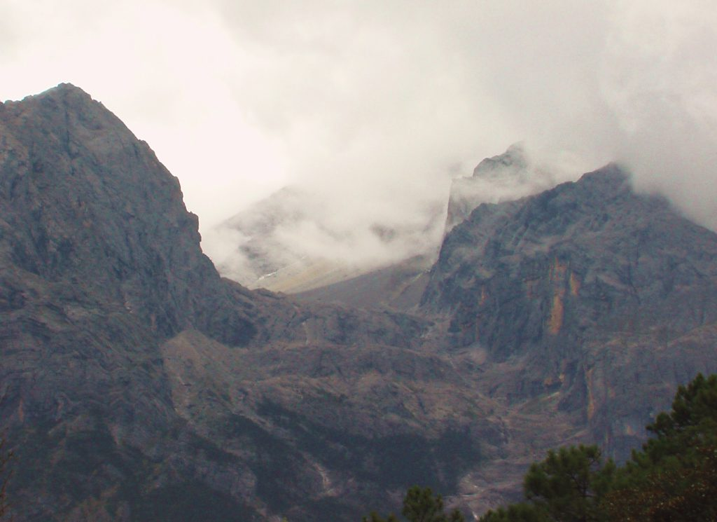 Au sud des nuages Jade snow mountain ombres au sommet
