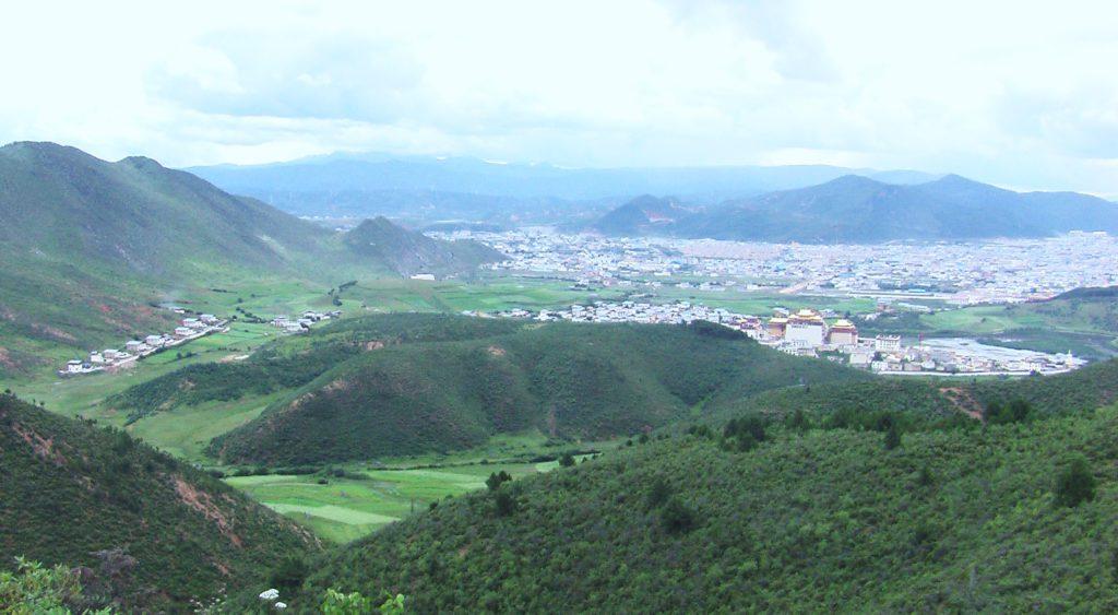 Au sud des nuages Shangri La vue sur le monastère, la ville 1