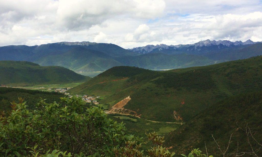 Au sud des nuages Shangri La vue sur xinya snow mountain