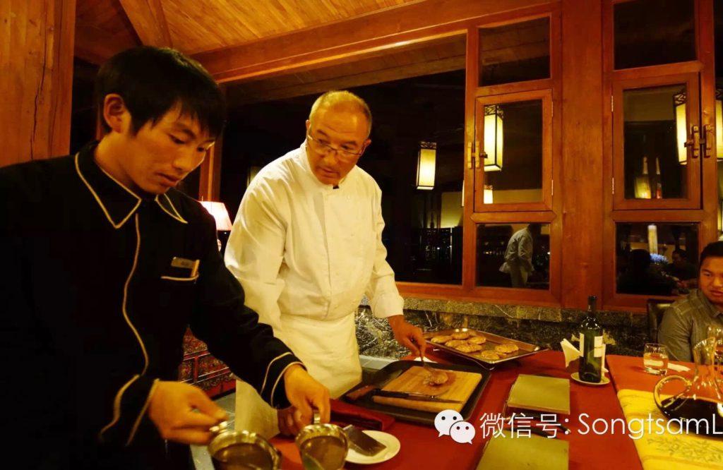 Songtsam Retreat Restaurant Patrick et un coéquipier